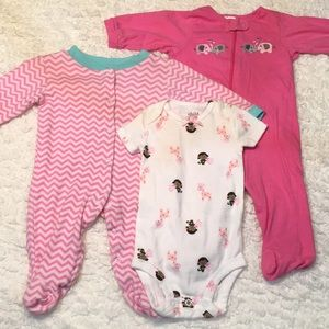 Set of 3-6 mo girls sleep and play and onesie